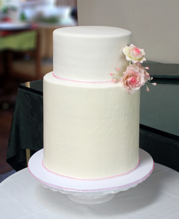 Amy's finished wedding cake 450px