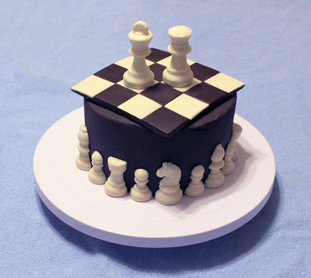 Chess Board cake with Figurines 450px