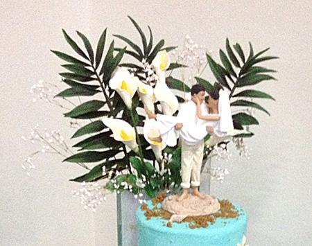 Cake topper w calla lilies 450px